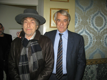 Bob_with_mayor_of_Milano[1].jpg